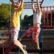 위험한 어린이 놀이기구, 숨 틀(Monkey Bar)