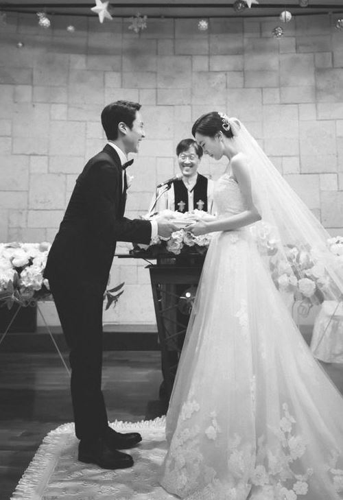 """정우-김유미, 결혼 11개월만에 '득녀' """"기쁘고 감격스러워"""""""