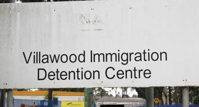 호주 이민수용소에 범죄자 450명