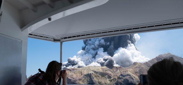뉴질랜드 화산폭발 사망자 8명으로 <br>실종자 9명 중 7명 호주인