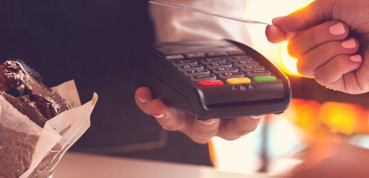 규제 완화-국내 이동 자유 확대로 카드 사용 급증
