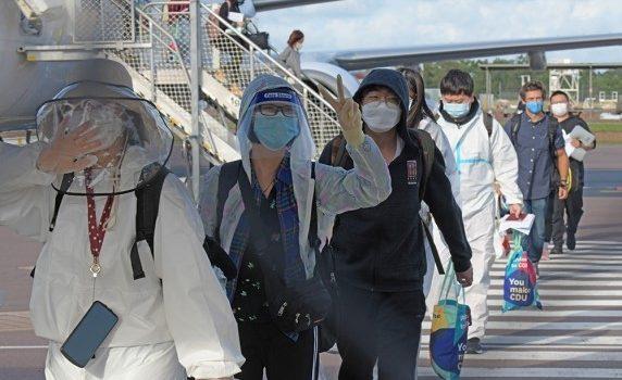 코로나19 이후 첫 유학생 다윈공항으로 입국