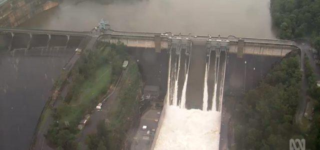 시드니 워라감바댐 시드니 전체 식수 10개월치 하루에 방류 <br> 식수용 댐, 홍수조절 기능 없어